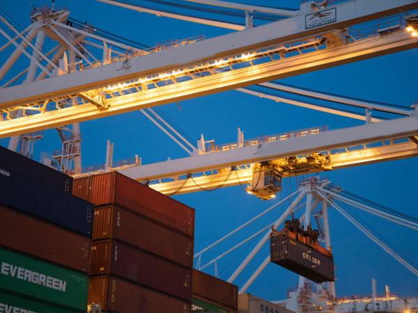 外贸进出口企业怎样挑选港口集装箱拖车车队,听南凯道来